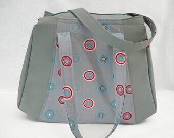 Bag worn gray arm