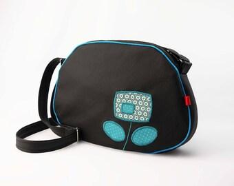 """""""Pebble"""" black and blue shoulder bag"""