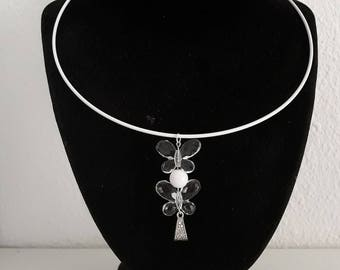 White thin aluminum necklace