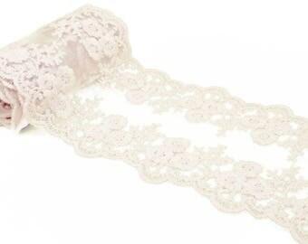 Pretty 10 cm ivory lace