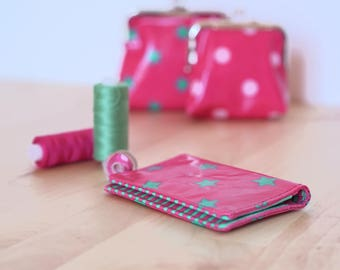 Carry(wear) cards(maps) pink stars emerald green