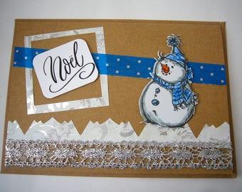 """Carte de voeux """"Noël à la montagne"""" faite main, pièce unique. Made in France. Carte pour Noël avec bonhomme de neige, bleue et blanche"""