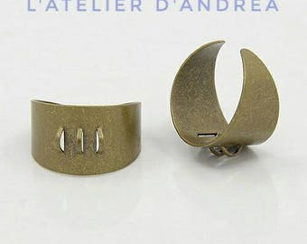 2 pretty Adjustable ring holders / brass / 3 rings / 17 mm