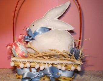 Kit can make a felt Easter rabbit