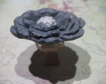 Poppy ring grey and white