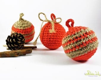 Christmas balls in red cotton and hemp