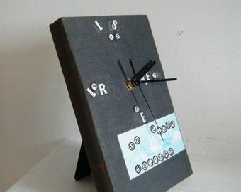 Clock book reading, upcycled and unusual diversion, upcycling