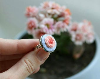 Embroidery ring with floral design