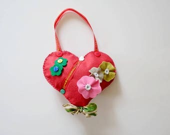 Mothers heart made of felt with red wool decorated with flowers, buttons and Ribbon