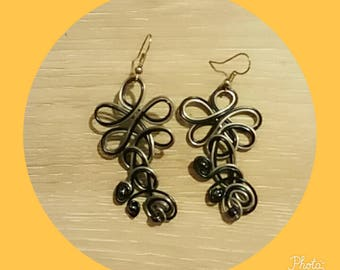 black and silver aluminum wire earring
