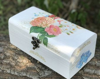 White jewelry box, Wooden gift box, Mother gift box, Decoupage wooden box, Mother's day gift box, Shabby chic box, Birthday gift box