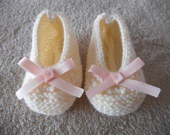 Ballerinas in powder pink satin bow and ecru wool baby booties.
