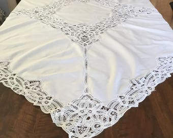 Tablecloth: Vintage cotton tablecloth with Dentelle de Luxeuil or Dentelle de Venise. Vintage Tablecloth Nappe