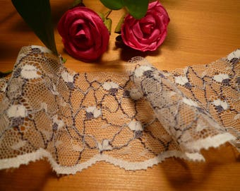 Beautiful lace ivory/grey blade 6 cm wide