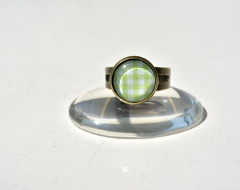 Ring adjustable green and white gingham pattern