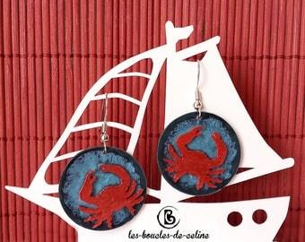 Earrings: red crab