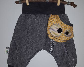 With small floating Pocket original harem pants in the shape of Monster.
