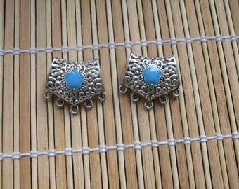 1 connector in silver tone and blue