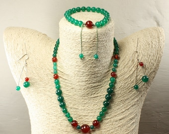 Agate set green dyed carnelian
