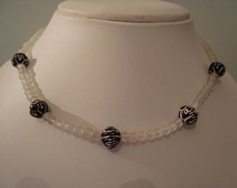 Simple black and white necklace