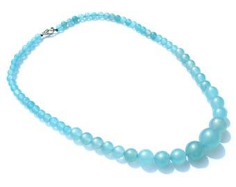 Collier composé de 65 perles en aigues marines bleu claire de 14,12,10,9,7 mm et fermoir mousqueton