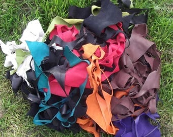 Lot of 400 g of various colors leather scraps.