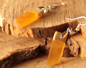 Resin earring and wood (Alder/yellow)