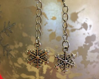 Silver Christmas earrings, Snowflake earrings, dangle earrings, winter earring, snow earrings