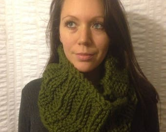 Green knit Infinity Scarf, Chunky Ribbed Cowl