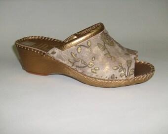 Women's handmade slippers in genuine leather