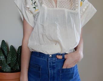 Mexican cotton blouse with yellow embroidered flowers • 1970's • Vintage • Mexico • Short Sleeve • Crochet • Ribbon • Hippie • Boho • Summer