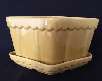 Vintage Yellow Planter - in excellent condition!