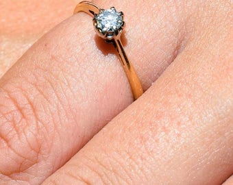 Engagement ring 18ct Yellow Gold and Diamond Solitaire with valuation 1350 our price now 810