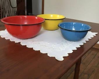 Enamel bowl set