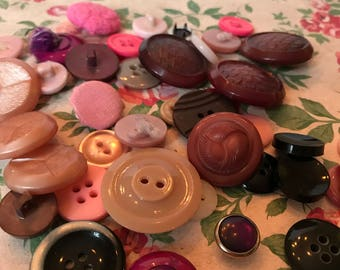 Assorted vintage buttons