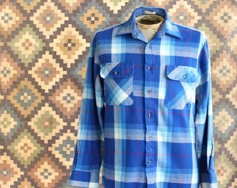 1980s vintage mens flannel shirt in bright blue plaid . Saugatuck Dry Goods, APPROX size medium - see measurements