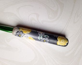Crochet hook, Floral Polymer Clay, Bates Size K