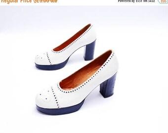 Summer Sale Size 7.5// Vintage 1970s  platform pumps // two tone round-toe pumps// white leather // black heel //98