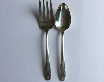 Daffodil 1847 Rogers Brothers Silver Plate Silverware Flatware Two Piece Serving Set Large Spoon Meat Fork