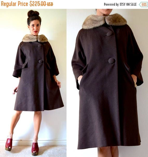 SALE SECTION / 50% off Vintage 60s MOD Chocolate Brown Wool Fur Collar Three Quarter Sleeve Coat (size xs, small)