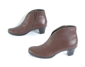 size 8 CHELSEA brown leather 80s 90s MINIMAL zip up ankle boots made in USA