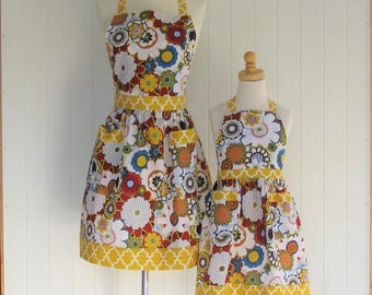 Mother and Daughter Full  Apron Set, Mom and Child Apron Set , Sisters Apron Set, Modern Floral, Gold Quatrefoil Child Size 5-7