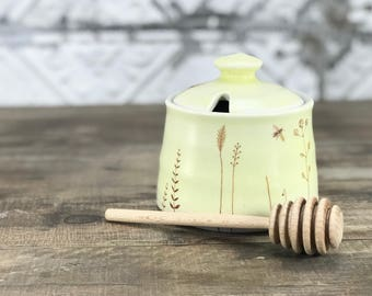 Ceramic honey pot. Creamy yellow honey pot. Porcelain honey pot. With bees, wildflowers and wooden honey dipper. Yellow kitchen accessory.