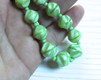 Vintage green satin glass necklace