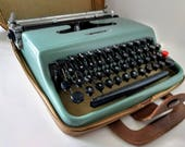 Olivetti Lettera 22 Manual Portable Typewriter Aqua Blue, Faux Leather Travel Case Made in Great Britain early 1960s Marcello Nizzoli Italy