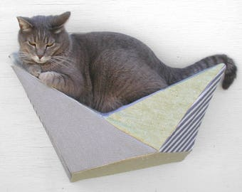 Cat shelf wall bed in pale yellow, grey and silver stripe