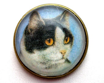 """Black & white CAT  button, Domed studio glass button. 3/4"""", 22mm. handmade. Vintage style."""