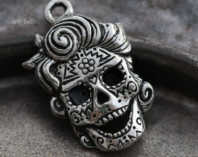 MARILYN .. NEW 1 Mykonos Greek Sugar Skull Pendant/Charm 21x15mm (M159-1)