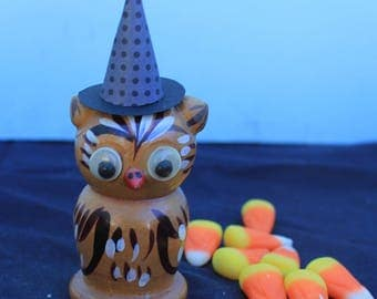 Vintage Style Halloween - Google Eye Wood Owl Figure with Witch Hat