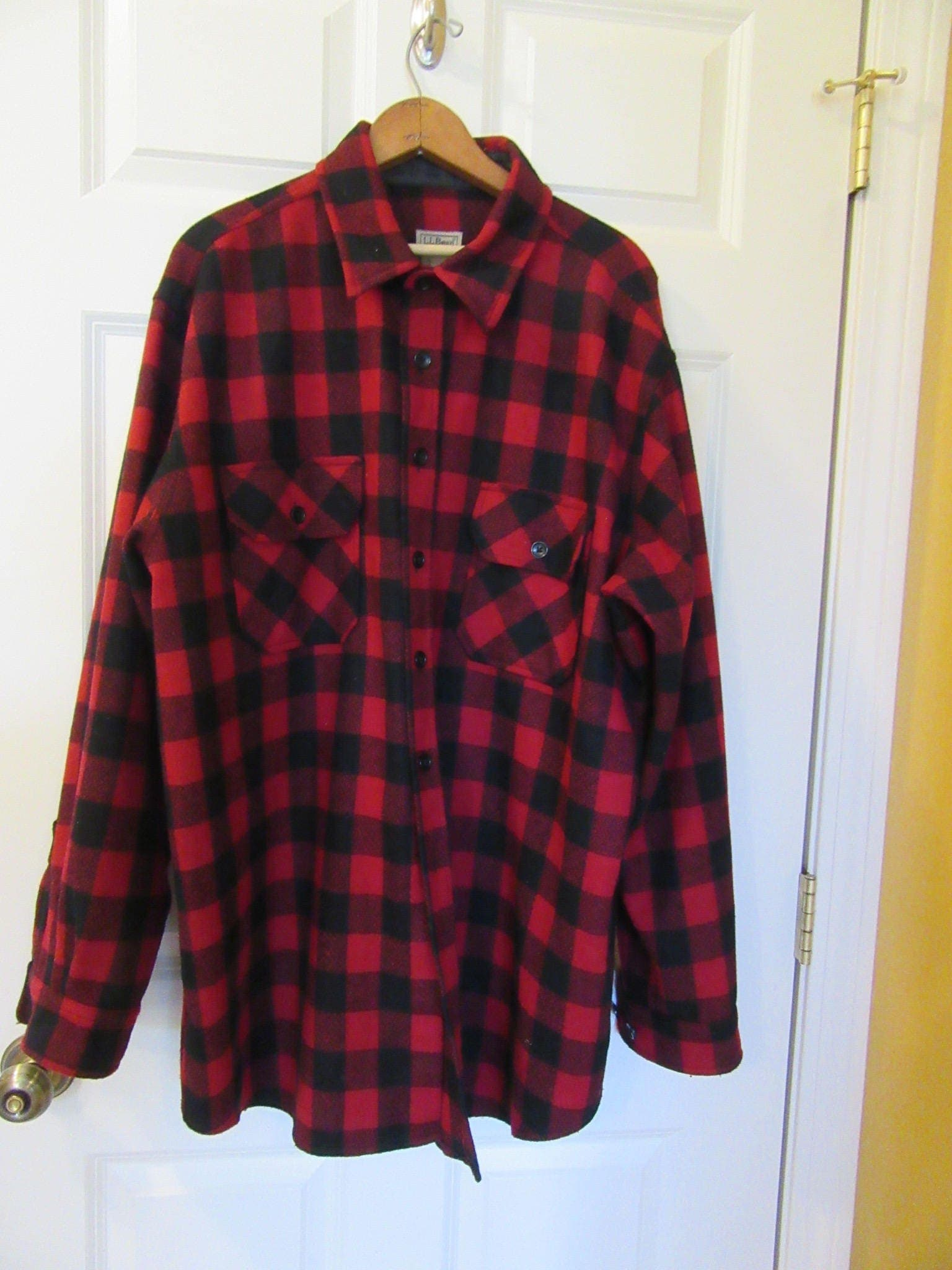 LL Bean wool plaid hunting shirt- Mens size XL- red and black plaid-